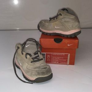 Little girls Nike Yucan WS used with box size 7.5